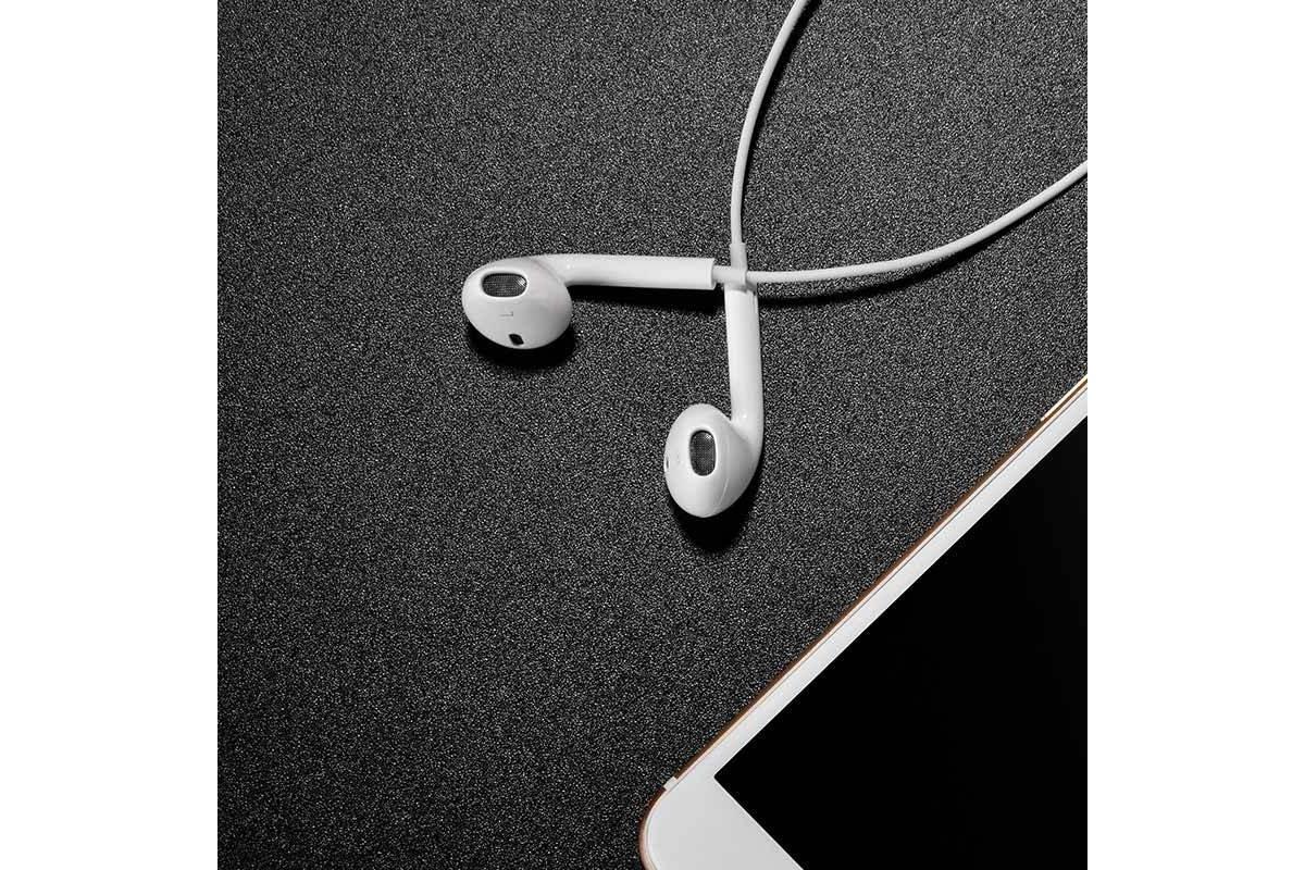 Гарнитура (наушники с микрофоном) вакуумная проводная HOCO L9 iPhone 7/8/X цвет белый