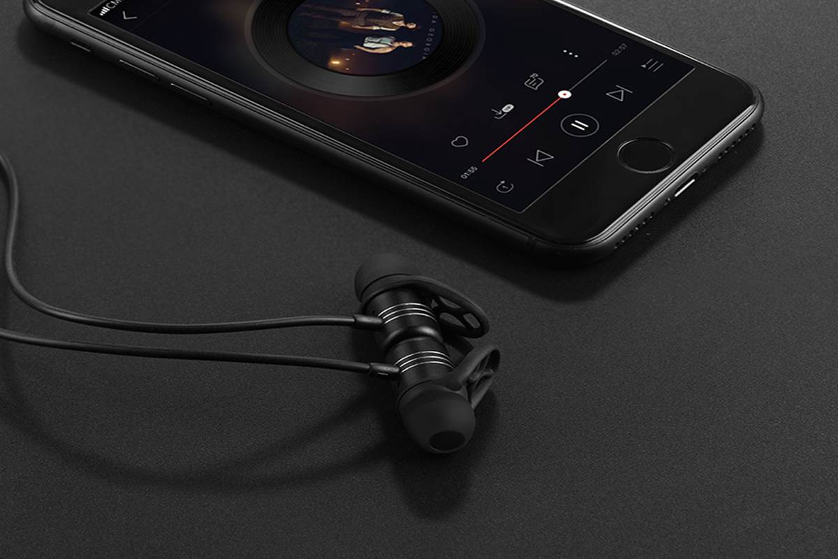 Bluetooth-гарнитура ES14 Plus breathing sound sports wireless headset HOCO черная